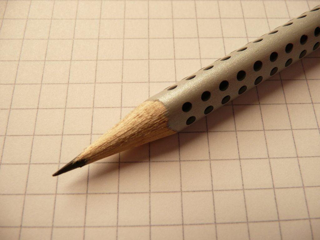 Crayon sur papier quadrillé (CC-BY)